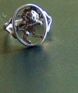 Vintage silver lion ring