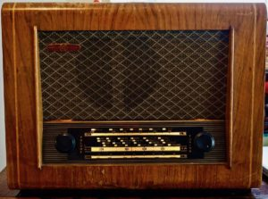 50's Vintage PYE Type P75A 3-Band Valve Radio