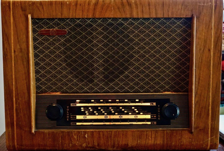 Radio, esperanto, intrattenimento, propaganda